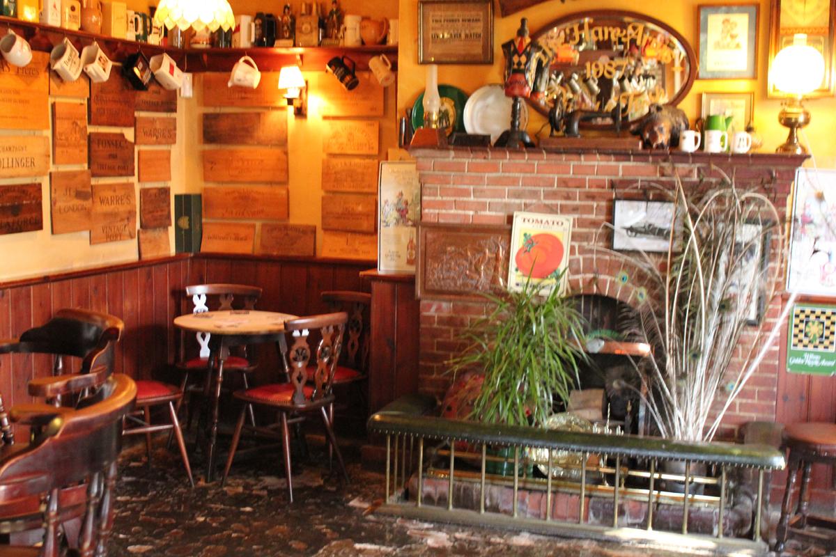 Bar-Tiled-Corner